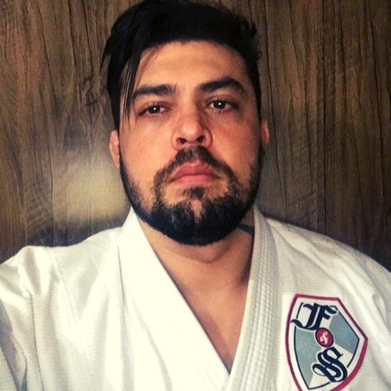 Alex Ninja - instrutor do Programa Fight & Smart de Jiu-jitsu na escola